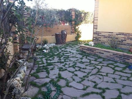 Jardin con cesped y piedras awesome jardin sin cesped con - Piedras suelo jardin ...